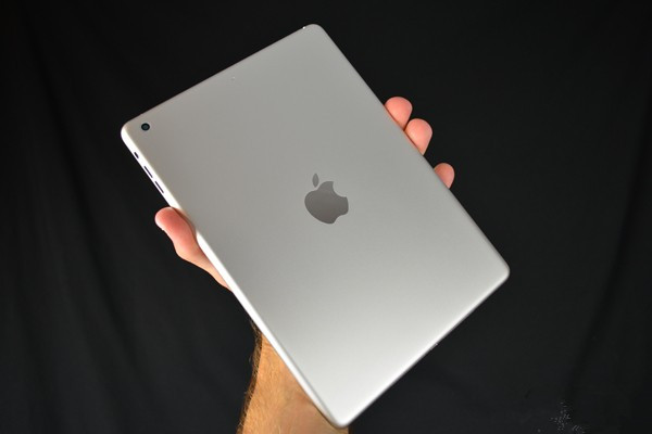 ipad 5,ipad mini 2这两个重头戏应该是跑不掉了,此外新版macbook pro