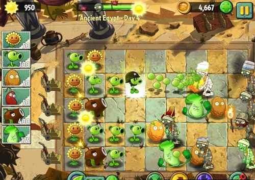 植物大战僵尸2刚刚上架,现在已经可以安装在IOS平台上面游戏啦,但是植物大战僵尸2有些新的东西,例如植物大战僵尸2法老僵尸和植物养料,下面小编就给大家介绍一下他们的作用!相对于1代,植物大战僵尸2增添了更多的游戏场景,比如埃及金字塔,比如美国西部的剧情。此外,还增添了Plant Food(植物养料),给植物喂上一口的话不多说,请看下图:  一个铁桶僵尸,瞬间被打爆了有木有!